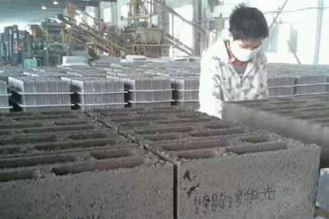 合肥依玛大字符喷码机在建材砖行业应用